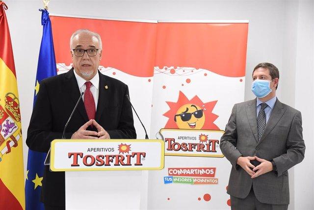 Alcalde de Manzanares, Julian Nieva y el presidente regional, Emiliano García-Page,
