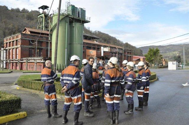 Los alumnos del primer Curso de Experto Universitario en Patrimonio Industrial que se imparte en Asturias.