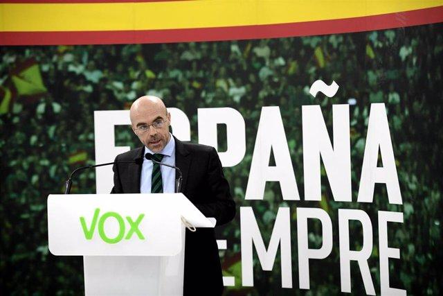 El jefe de la delegación de Vox en el Parlamento Europeo, Jorge Buxadé en rueda de prensa tras la reunión del Comité de Acción Política en la sede Nacional de Vox, en Madrid (España), a 24 de febrero de 2020.