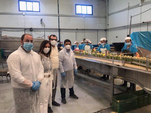 Visita de Francisco Reyes a la fábrica de Congana