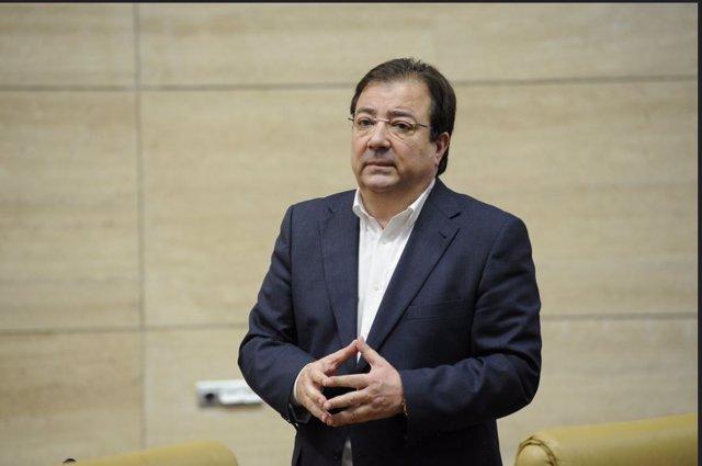 El presidente de la Junta de Extremadura, Guillermo Fernández Vara, en el pleno de la Asamblea