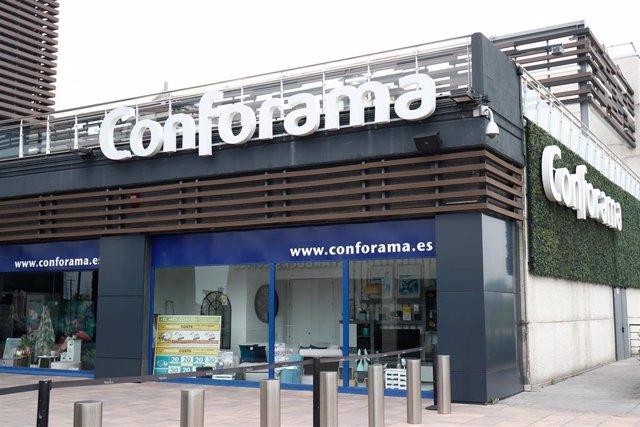 Conforama cerrado durante el Jueves Santo marcado por el confinamiento impuesto por el Estado de Alarma provocado por el coronavirus, COVID19. En Madrid (España) a 9 de abril de 2020.