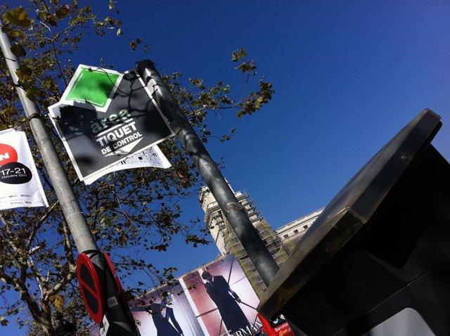 Parquímetro de la área verde de aparcamiento en Barcelona
