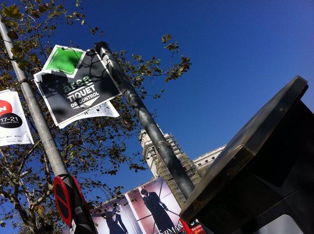 Parquí metro de la àrea verda d'aparcament a Barcelona