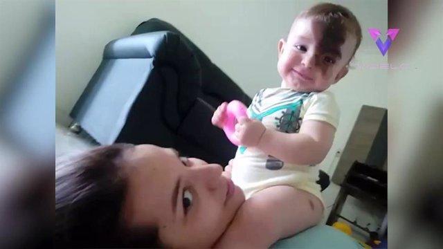 Esta madre se pinta la marca de nacimiento de su hijo en la cara en un intento de ponerse en sus zapatos y normalizar la situación