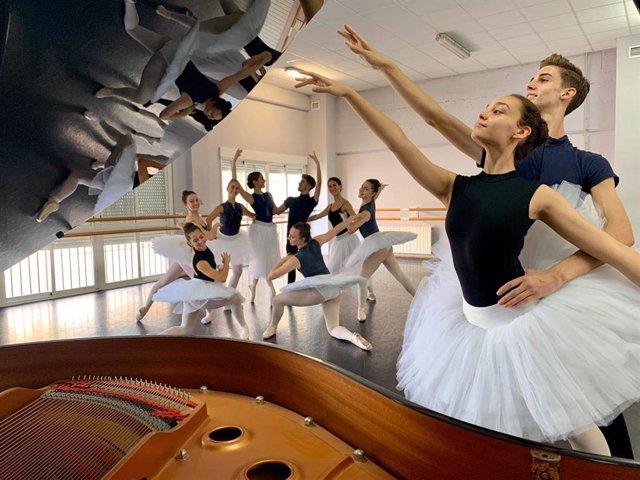 Foto de archivo de alumnos de Danza en Granada.