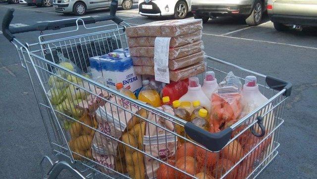 Alimentos donado a la asociación 'Voces del Conquero' de Huelva en una de sus recogidas.
