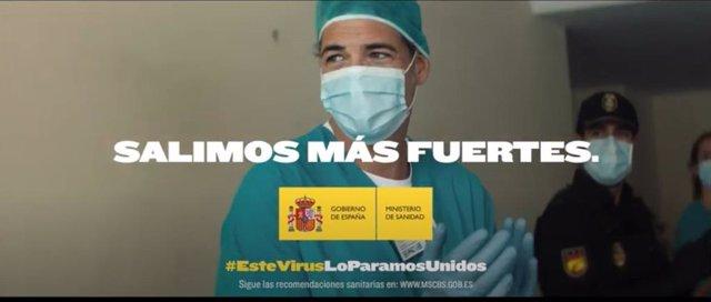 """Imagen del vídeo de la campaña institucional """"Salimos más fuertes"""", difundido por el Gobierno de España y el Ministerio de Sanidad durante la crisis del coronavirus."""
