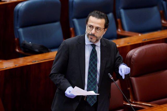 El consejero de Hacienda,Javier Fernández-Lasquetty interviene en el pleno de la Asamblea de Madrid. Archivo.