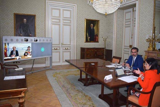 Reunión de la ministra de Política Territorial, Carolina Darias, con el conselleiro de Facenda, Valeriano Martínez