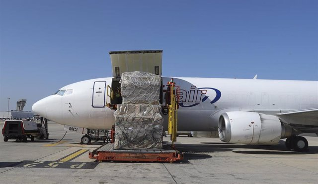 Avión con material sanitario llegado a Canarias