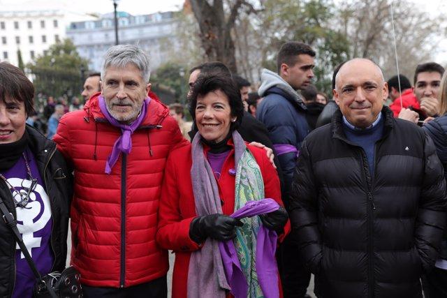 (I-D) El ministro del Interior, Fernando Grande-Marlaska, en los momentos previos a la manifestación del 8M (Día Internacional de la Mujer), en Madrid a 8 de marzo de 2020.