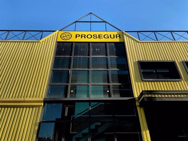Fachada exterior de una de las sedes de la empresa de seguridad Prosegur en la Calle Pajaritos, nº 24, Madrid (España).