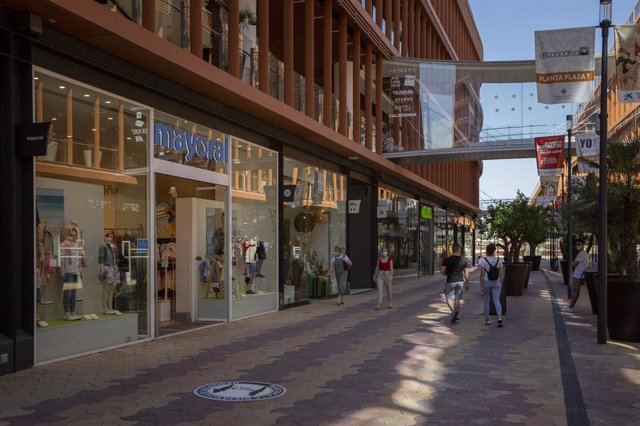 El centro comercial Torre Sevilla durante el primer día de apertura de los Centros Comerciales al inicio de la Fase 2 del plan de desecalada. En Sevilla, (Andalucía, España), a 25 de mayo de 2020.