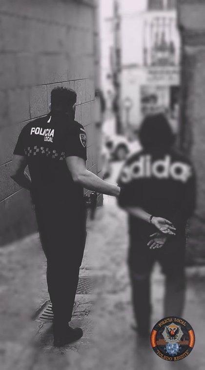 Policía de Toledo detiene a un hombre por presunta agresión a una mujer tras escuchar fuertes gritos