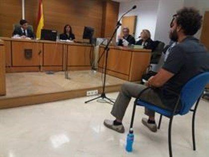 La Audiencia de Granada confirma la condena al doctor Candel, 'Spiriman', por injuriar a Susana Díaz