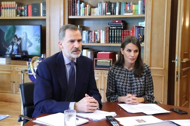 Los Reyes se reúnen por videoconferencia con la Confederación Española de Agencias de Viajes