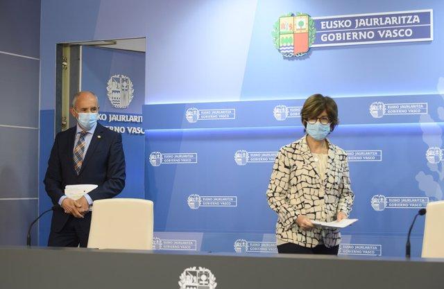 El portavoz del Gobierno Vasco, Josu Erkoreka, junto a la consejera de Salud, Nekane Murga.