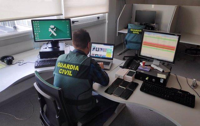 Guardia Civil desarticula un grupo especializado en estafas por internet, en una operación llevada a cabo por el equipo de Policía Judicial de Cangas y por la Comisaría de Policía Nacional de Valencia.