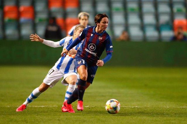 Marta Corredera durant el Llevant-Reial Societat de la Supercopa 2020
