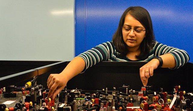 Amruta Gadge en trabajos de laboratorio