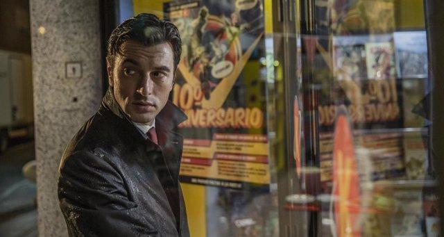 Javier Rey busca a un asesino en serie en el tráiler de Orígenes secretos, la comedia friki de Netflix