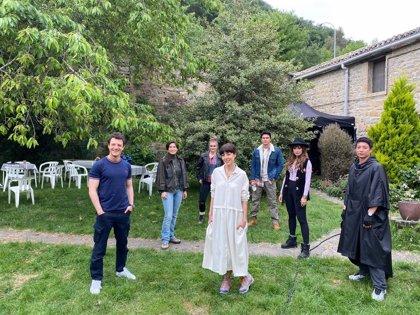 El equipo de '3Caminos', la serie internacional sobre el Camino, vuelve a rodar dos meses y medio después
