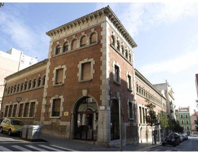 La Biblioteca Pública de Tarragona es una biblioteca de titularidad estatal gestionada por la Generalitat de Catalunya, que se encuentra en el número 30 del Carrer Fortuny de Tarragona