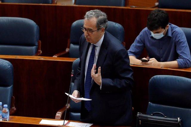 El diputado del PP, Enrique Matías Ossorio, durante una intervención en el pleno que la Asamblea.