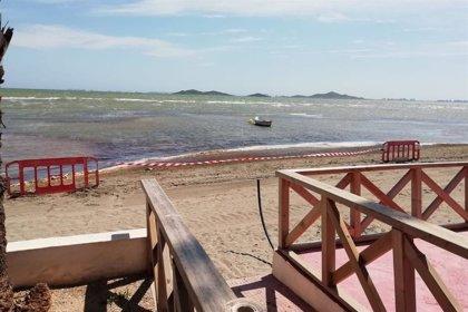 El Ayuntamiento de Cartagena baliza en Los Urrutias y Punta Brava 8 puntos de acceso al mar ante la presencia de fangos