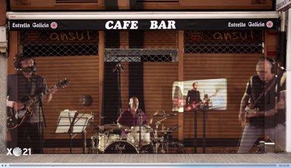 Estrella Galicia reúne a Los Enemigos y reconvierte su tema 'La cuenta atrás' en un himno para la vuelta a los bares