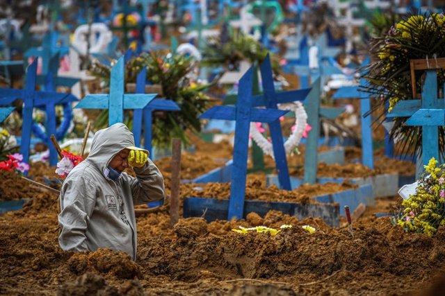 Coronavirus.- Brasil ronda los 400.000 casos y el Senado aprueba que el sistema