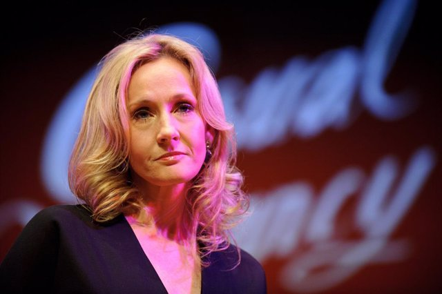 J.K. Rowling Presenta 'The Casual Vacancy' En Londres