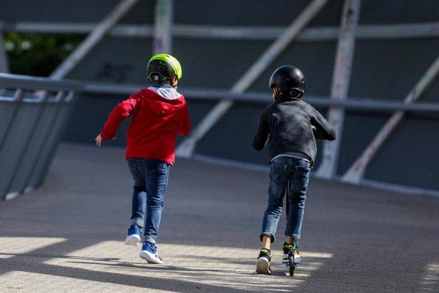 Dos niños en una imagen de archivo.