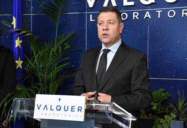 El presidente regional, Emiliano García-Page, en su visita a Laboratorios Válquer