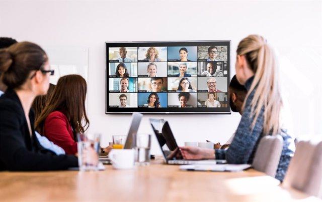 Zoom dejará a permitir las videoconferencias a los usuarios que no hayan actuali
