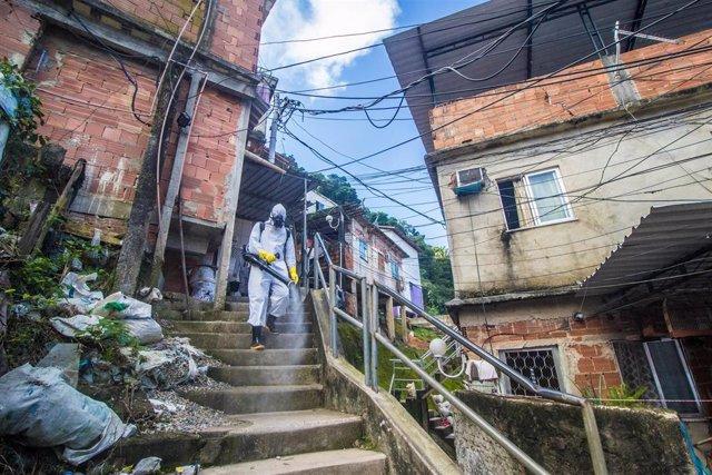 Trabajos de desinfección por la pandemia de coronavirus en Río de Janeiro