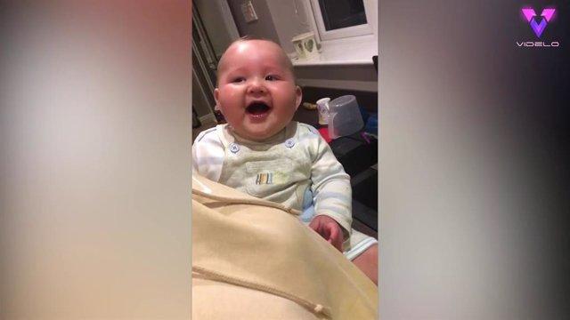 Este bebé se ríe a carcajadas cuando su madre cuenta números