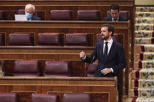 El líder del PP, Pablo Casado, durante su intervención en el pleno de sesión de control al Gobierno