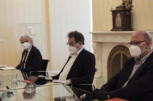 El presidente del CEIM, Miguel Garrido; el secretario general de Madrid de CCOO, Jaime Cedrún; y el secretario general de Madrid de UGT, Luis Miguel López Reillo. Archivo