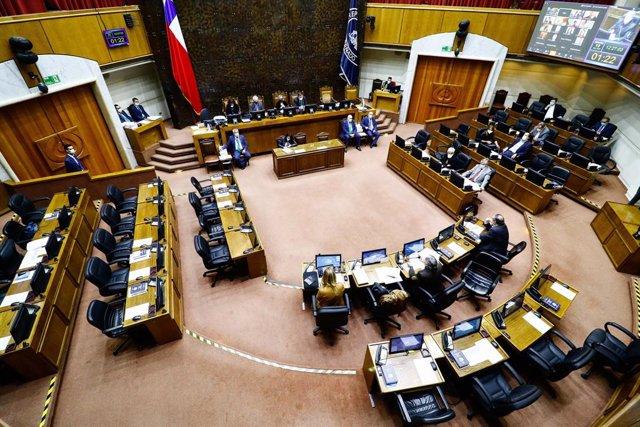 Chile.- El Senado de Chile aprueba limitar la reelección de parlamentarios pero