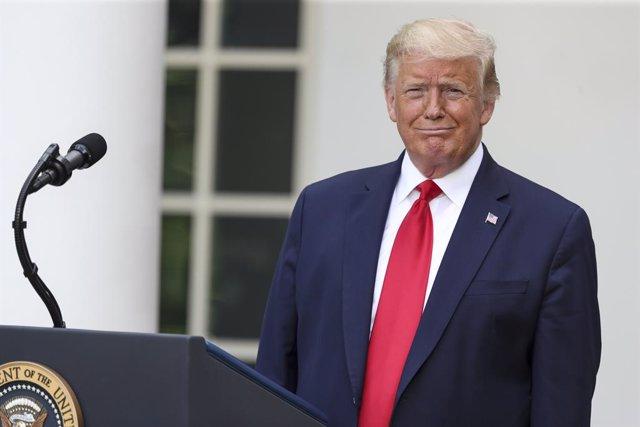 """EEUU.- Trump amenaza con """"cerrar"""" las redes sociales tras el aviso de Twitter so"""