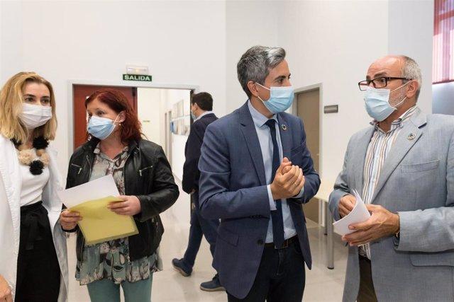 Zuloaga y Rodríguez con mascarilla en Valdecilla