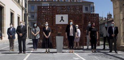 Euskadi se suma al minuto de silencio en memoria de los fallecidos durante la pandemia