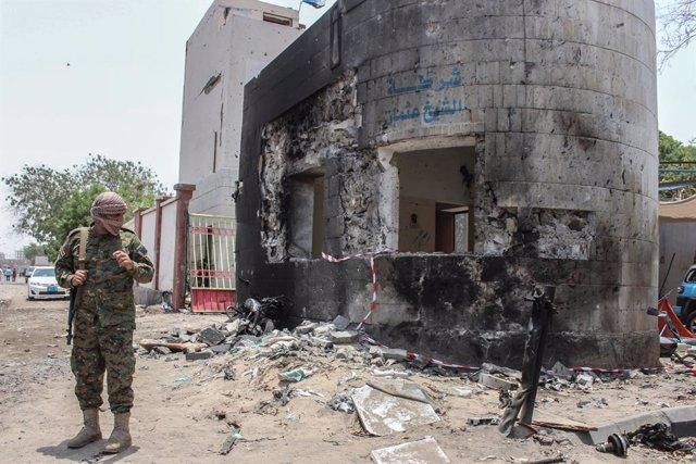 Yemen.- Mueren siete militares en un ataque con un misil balístico contra un cam
