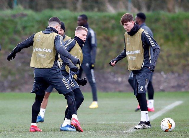 Fútbol.- La Premier League acuerda reanudar los entrenamientos completos y con a