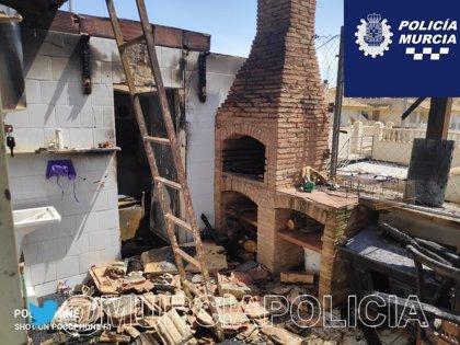 Tres heridos en el incendio originado en el patio interior un dúplex de la pedanía murciana de Sucina