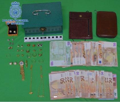 Detenida en Ciudad Real por robar 2.600 euros y joyas a los vecinos de las personas mayores a las que cuidaba