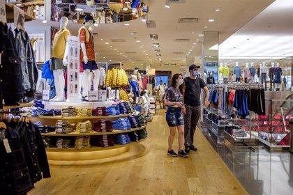 Uniqlo reabre hoy sus tiendas en España con aforo y horario reducido y probadores cerrados