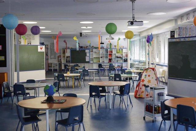 Aulas acondicionadas, con mayor espacio entre alumnos, en el colegio Arcángel Rafael del distrito madrileño de Aluche.